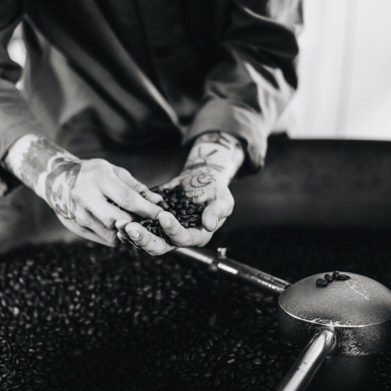 handplockade kaffebönor